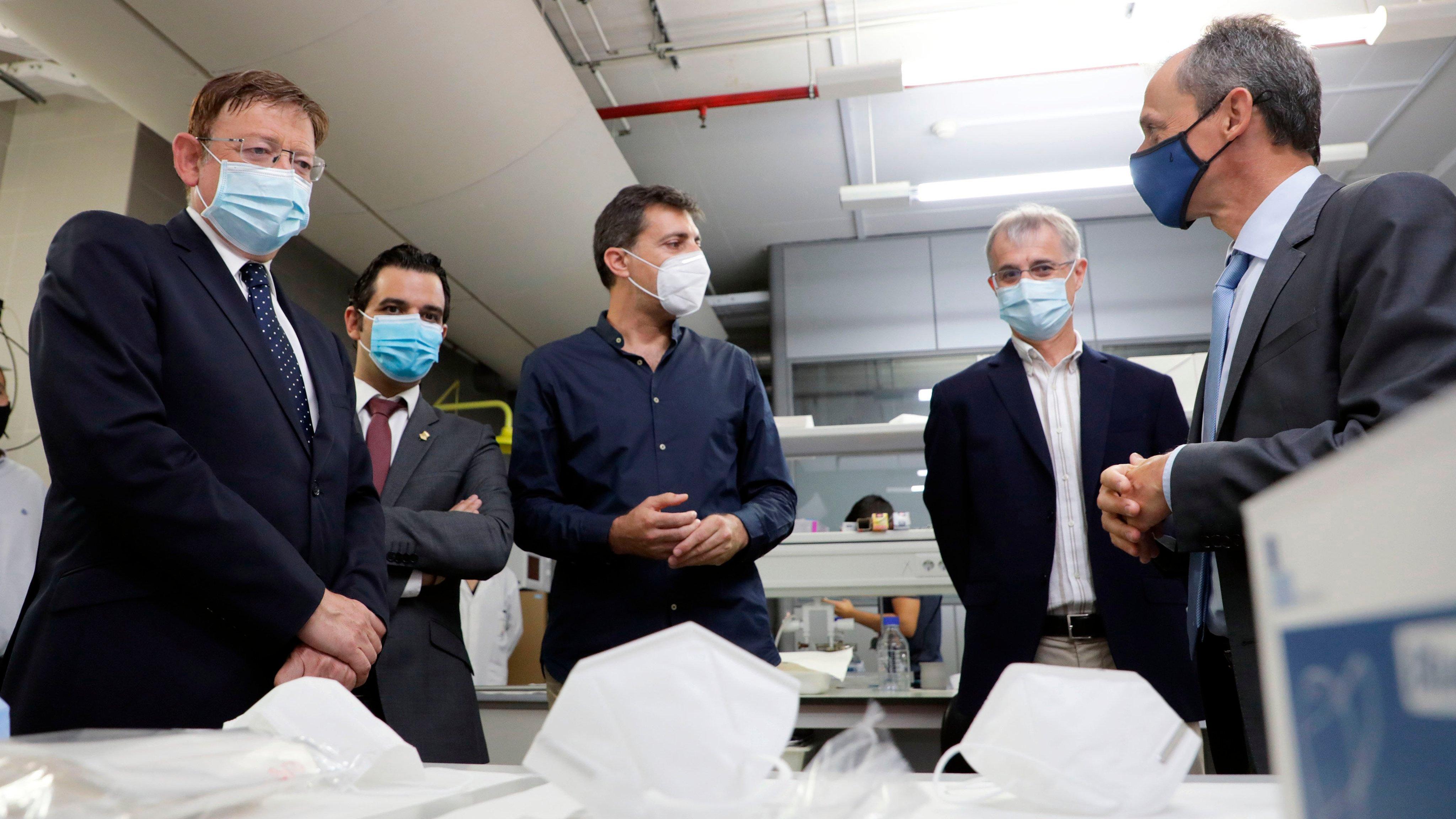 el ministro de ciencia e innovacion visita el IATA_2_ok